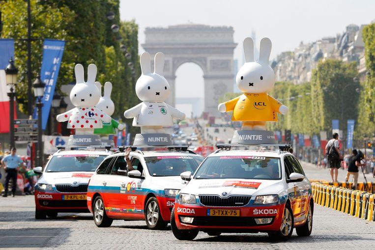 Nijntje op de Champs-Elysees Beeld ANP