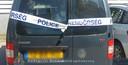 De auto van de Nederlanders werd na afloop van het onderzoek verzegeld door de politie.