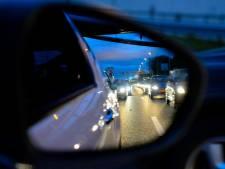 Meerdere auto's op elkaar bij Nieuwerbrug, uren in de file