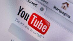 Jongeman (24) die voor YouTube-filmpje paniek zaaide met nepwapen 'voor de grap', maakt ook nog eens illegale opname van zitting