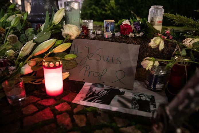 Bloemen en kaarsen voor de slachtoffers van de aanslag in Nice.