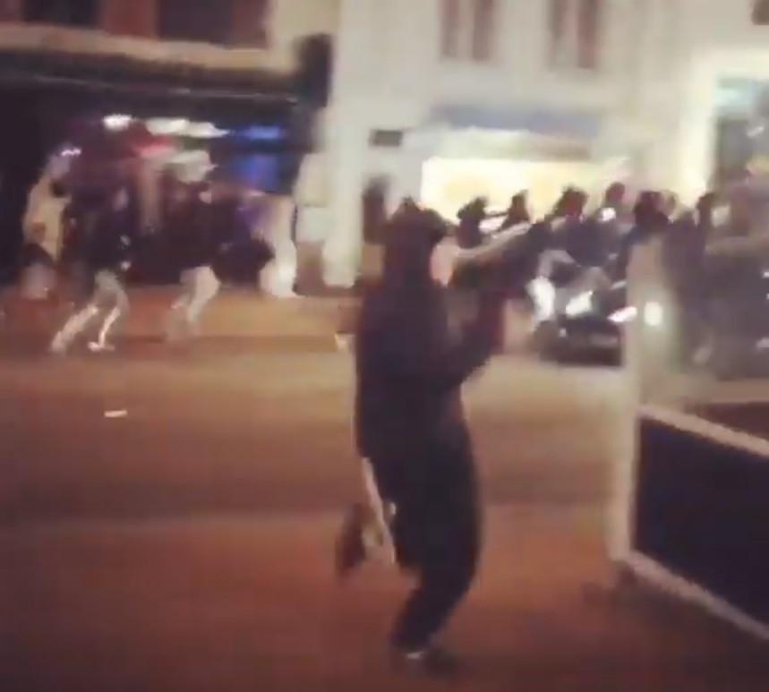 hooligans van NEC en ADO Den Haag raken slaags in het centrum van Nijmegen.