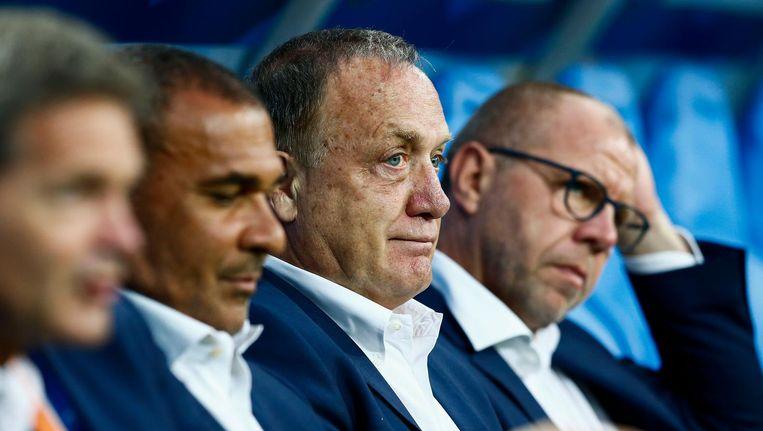 Fred Grim - rechts - op de bank naast Advocaat en Gullit. Beeld anp