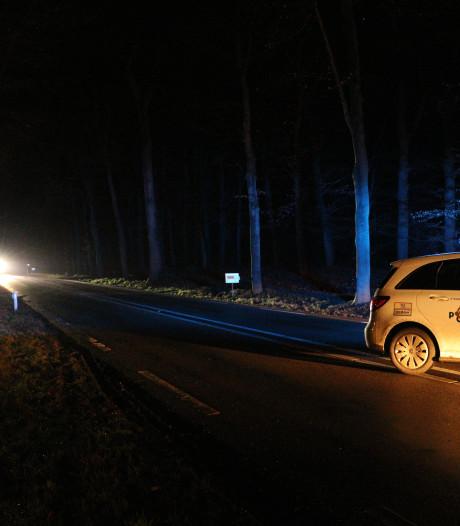 Auto schept wandelaar op provinciale weg bij Maarsbergen