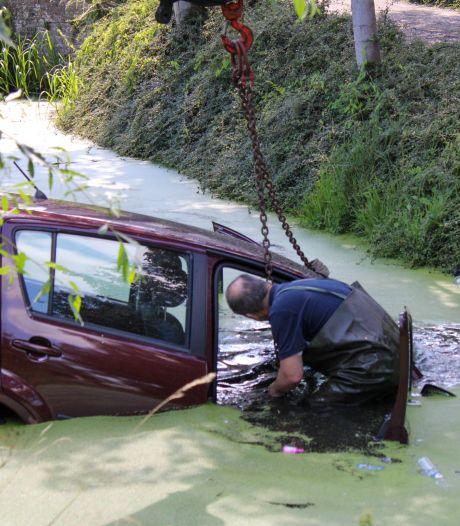 Auto's in Bodegraven en Waddinxveen raken van de weg: één in de graskant en één in de sloot