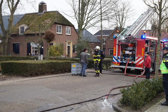 Onrust in woonwijk Genderen door uitslaande brand