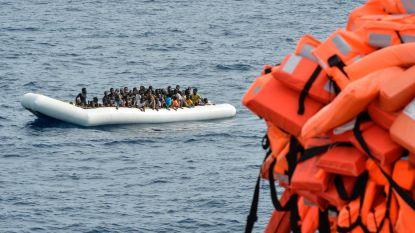 Boot met 150 vluchtelingen verkeert in nood voor de kust van Libië