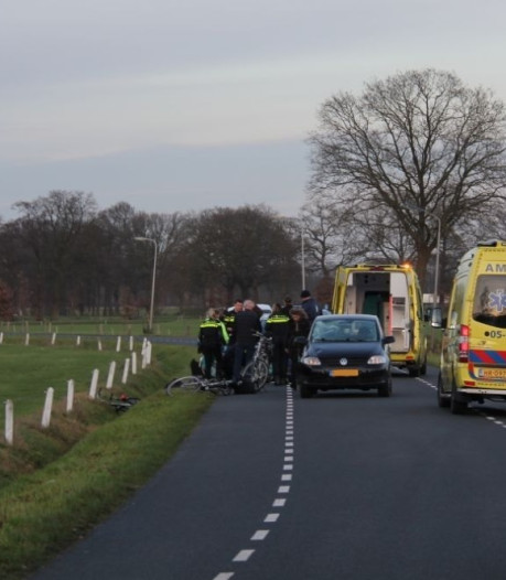 Fietser ernstig gewond geraakt bij aanrijding in Enter