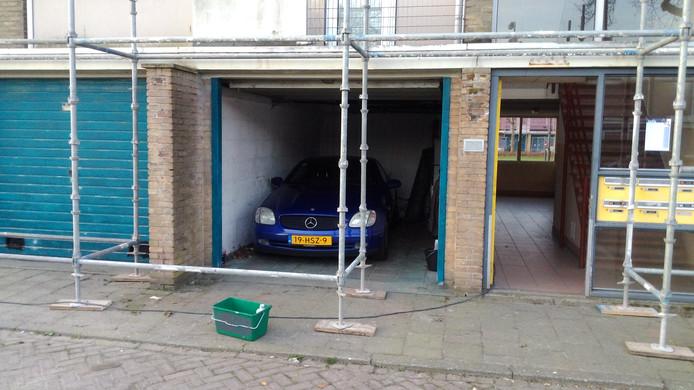 Auto ingebouwd door steiger