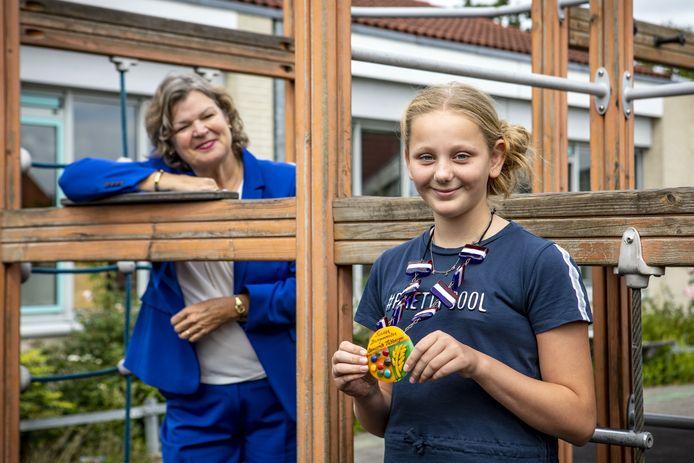 Kinderburgemeester Kristy Geuke en haar 'echte' collega, burgemeester Wilmien Haverkamp. Met de kinderraad krijgt de kinderburgemeester steun van haar leeftijdgenoten.