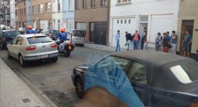 De politie rijdt weg uit de Rabotwijk na het zoveelste geval van foutparkeren en de daaropvolgende scheldtirade en bedreigingen.