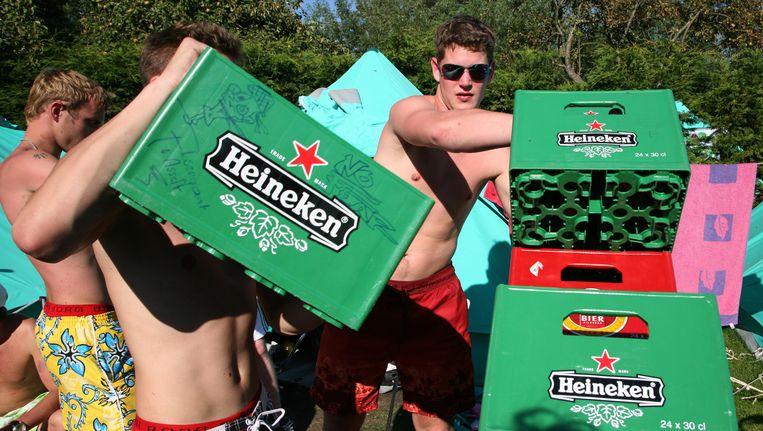 Vakantie vierende jongeren op de camping. Beeld anp