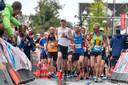 Winnaar Niels Theloosen vooraan de groep bij de Posbankloop.
