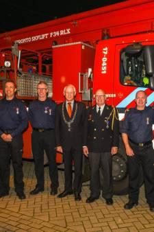 Zes Schiedamse brandweerhelden krijgen koninklijke onderscheiding voor jarenlange inzet