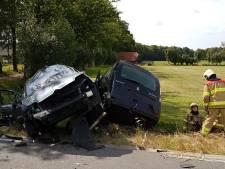 Twee auto's belanden in sloot in Scherpenzeel