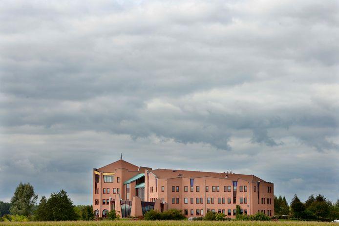 Het gemeentehuis in Maurik.