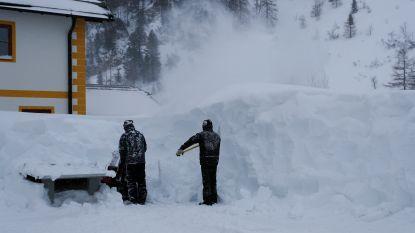 """Winterweer neemt extreme vormen aan in Alpen en """"ergste moet nog komen"""": duizenden mensen vast, noodtoestand uitgeroepen"""