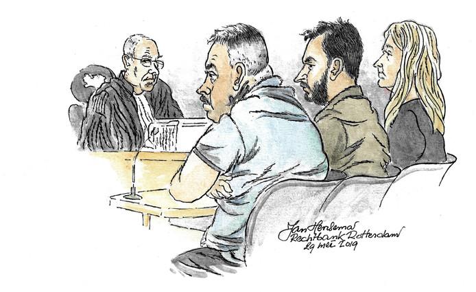 Angelique H. met naast zich Sedan F. (midden) en Hildebrand R. tijdens de rechtszaak.