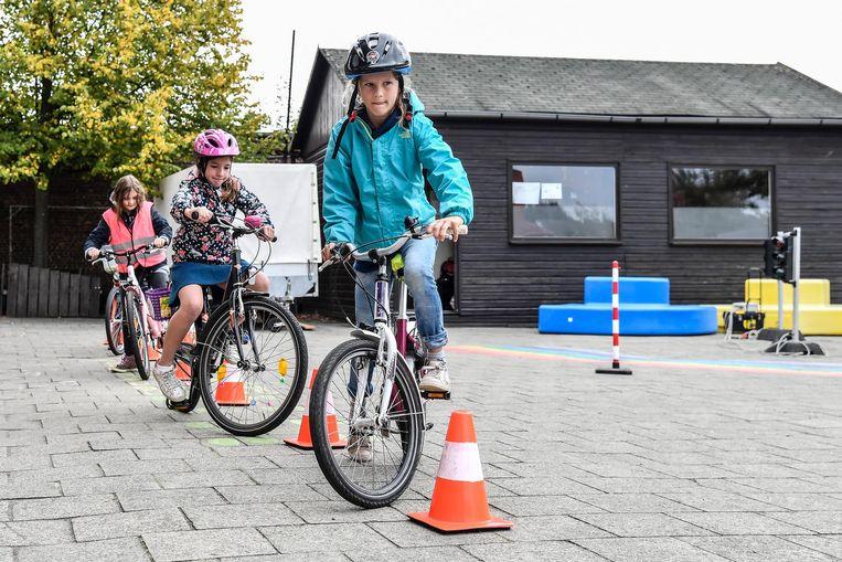 Tijdens de Verkeersdag kregen de kinderen onder meer een fietsparcours voor de wielen geschoven.