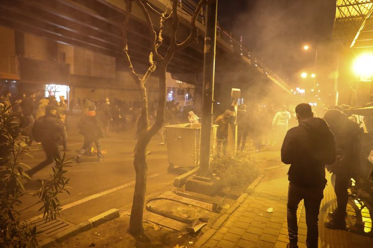 Zaterdag kwam de politie tussenbeide om demonstranten aan de universiteit in Teheran uiteen te drijven.
