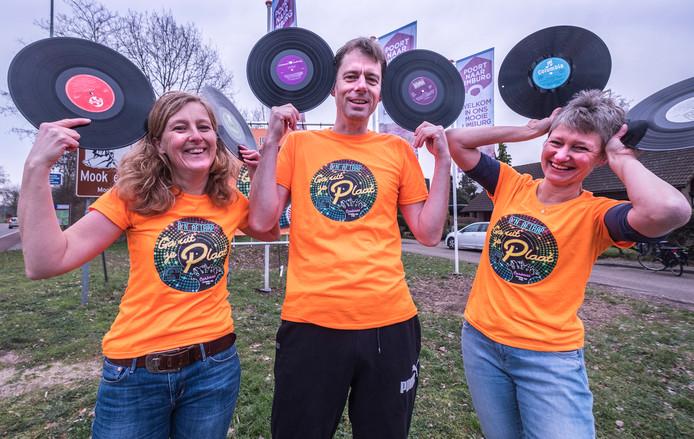 Organisatoren van het Uit Je Plaatfeest. Vanaf links: Eeske Vlaar, Martijn Witteveen en Edith Cup.