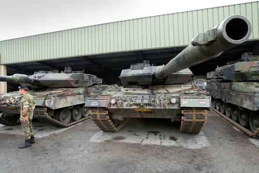 Leopardtanks op de legerplaats Oirschot.