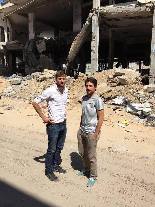 Laurens Samsom en Frederick Mansell in Gaza, waar ze een documentaire maakten over een Palestijns voetbalteam.