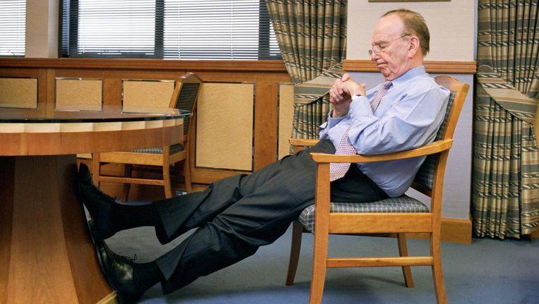 Eigenaar Rupert Murdoch van The Wall Street Journal in zijn Londense kantoor, 2007. Beeld getty