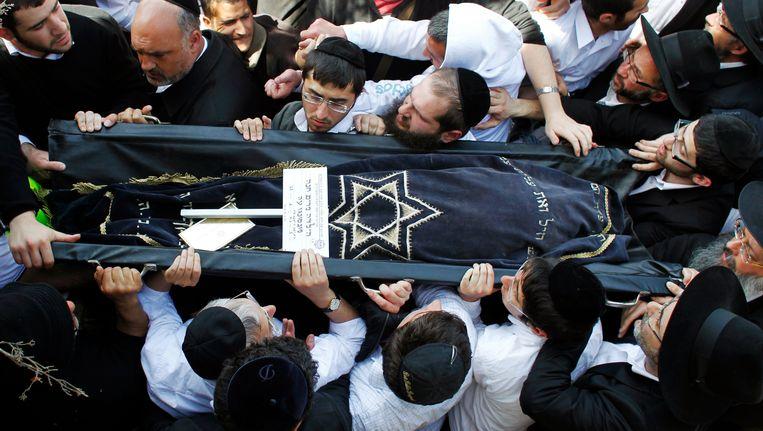 De lichamen van de slachtoffers van de aanslag op de Joodse school in Toulouse worden begraven in Israël, Beeld REUTERS