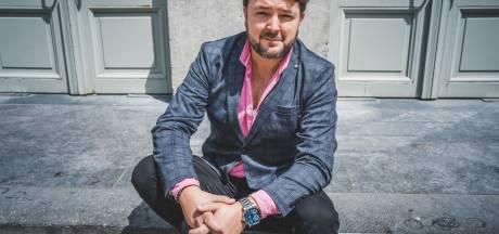 Stijn Brouns verlaat zijn Theaterschool en het land