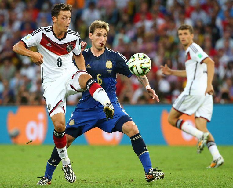 Mesut Özil tegen Argentinië aan het werk in de WK-finale van 2014.