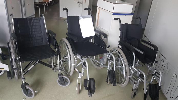 De rolstoelen die Virma Durinck heeft ingezameld voor verpleegtehuis Betesda op Curacao.