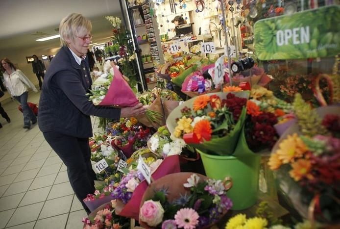 Wonderbaarlijk De bloemist heeft twee winkels op het station | Eindhoven | ed.nl HF-77