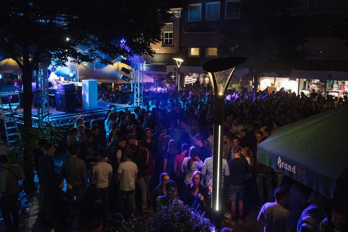"""""""Swingen in de stad"""", een muzikaal evenement wat het Waalwijks centrum toch wat meer deed  laten leven."""