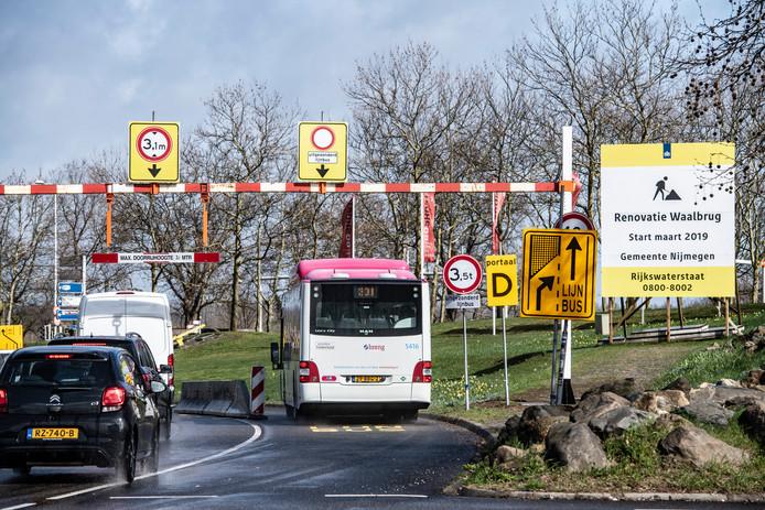 Werk aan de Nijmeegse Waalbrug is begonnen.