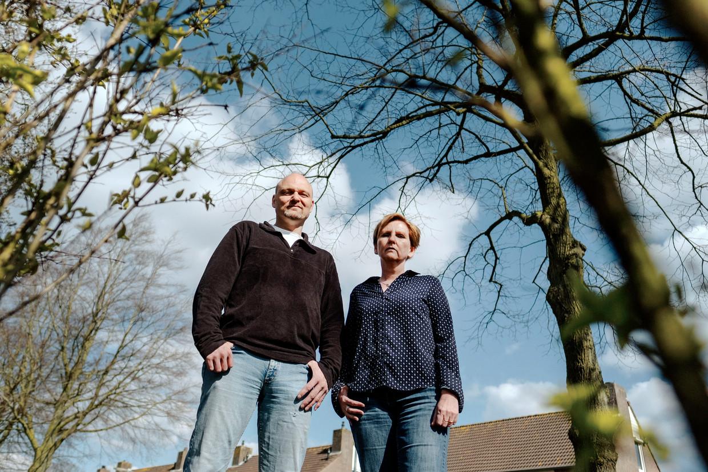 Nathalie Brokken-Fens en haar broer Gerwin hebben onlangs beide ouders verloren aan het corona-virus.