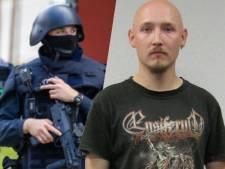 Duitse 'woud-Rambo' die vier agenten ontwapende is 1500 manschappen te slim af