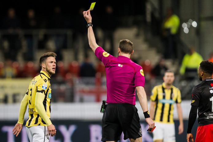 Vitesse-spits Ricky van Wolfswinkel ontkent dat hij expres geel heeft gepakt tegen Excelsior.