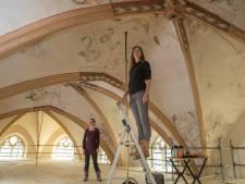 Na klimpartij wacht rondleiding langs schilderingen hoog in Plaskerk Raalte