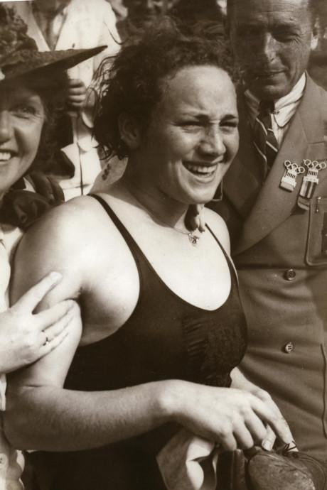 Eindelijk eerbetoon voor 'vergeten' Rozenburgse zwemkampioen Rie Mastenbroek