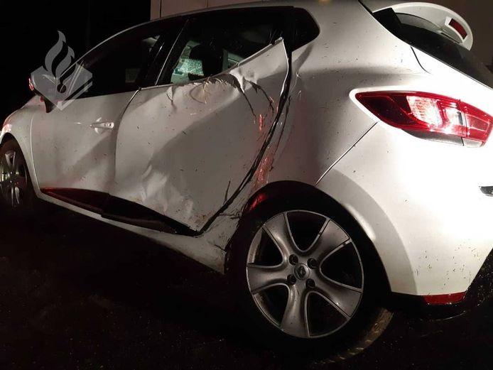 De auto liep behoorlijke schade op bij een aanrijding vlakbij de alcoholcontrole.