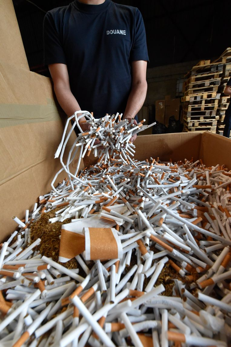 De douane onderschepte vorig jaar twee keer zoveel illegale sigaretten.