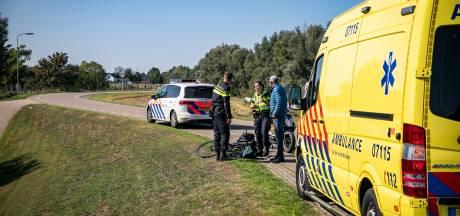 Vrouw op elektrische fiets gewond bij aanrijding op IJsseldijk bij Westervoort