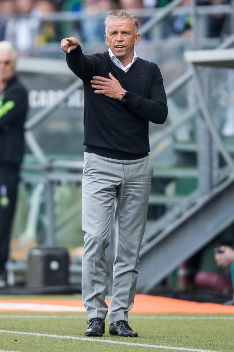 Coach Edward Sturing tijdens de match ADO - Vitesse. Beeld Kay int Veen