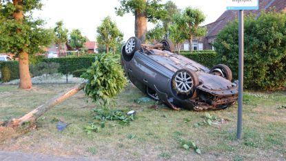 Twintiger crasht in woonwijk na achtervolging: snelheden gehaald tot 170 kilometer per uur