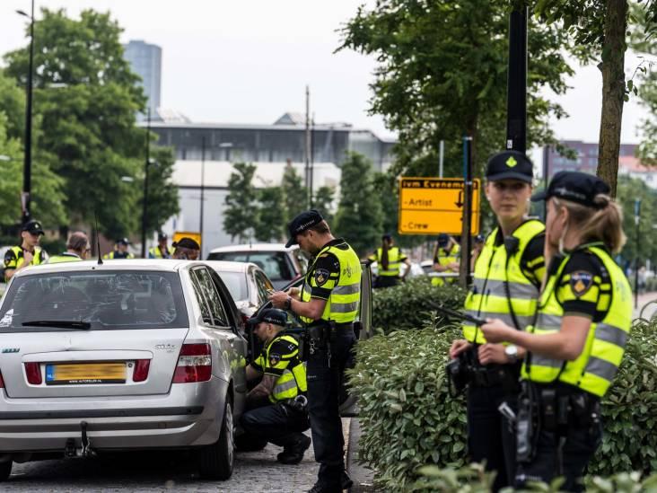 Grote controle in Tilburg: 29 voertuigen in beslag genomen, 18.000 euro geïnd en een 'live' drugsdeal