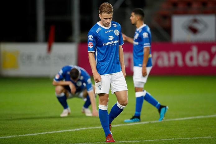 Robin Voets verlaat teleurgesteld het veld na de ontluisterende nederlaag tegen Jong FC Utrecht