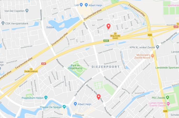 De locaties van de twee incidenten in Zwolle dit weekend. De noordelijke locatie is de plek van de gegooide  molotovcocktail aan de Alm. De zuidelijk locatie is de brand aan de Berkumstraat.