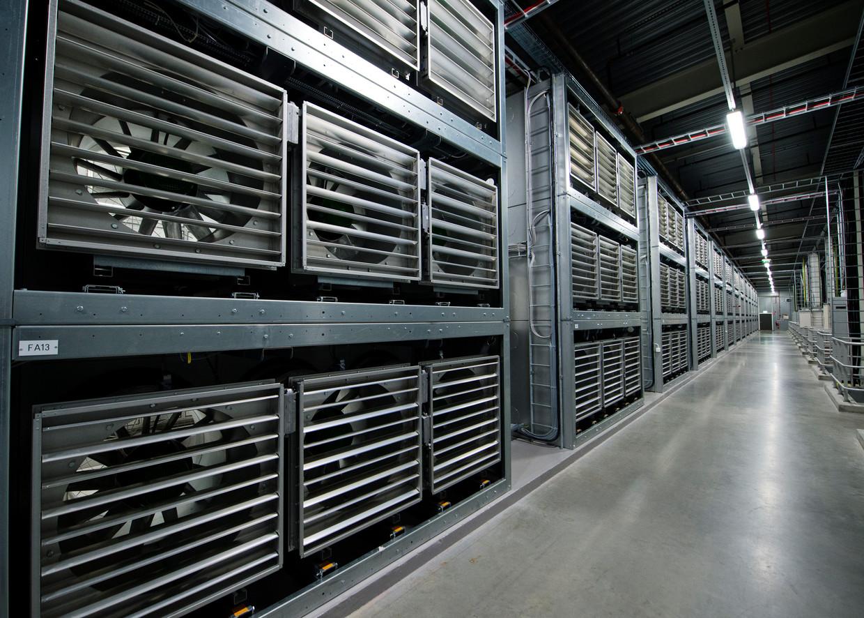 De ventilatoren in het Facebook Data Center in Zweden. Beeld AFP