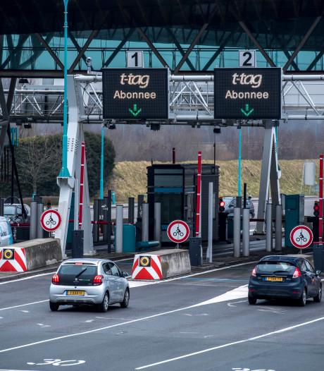 Ook Zeeuws-Vlaamse 75-plussers met noodrijbewijs moeten blijven betalen voor tunnel, hun enige uitweg uit de streek